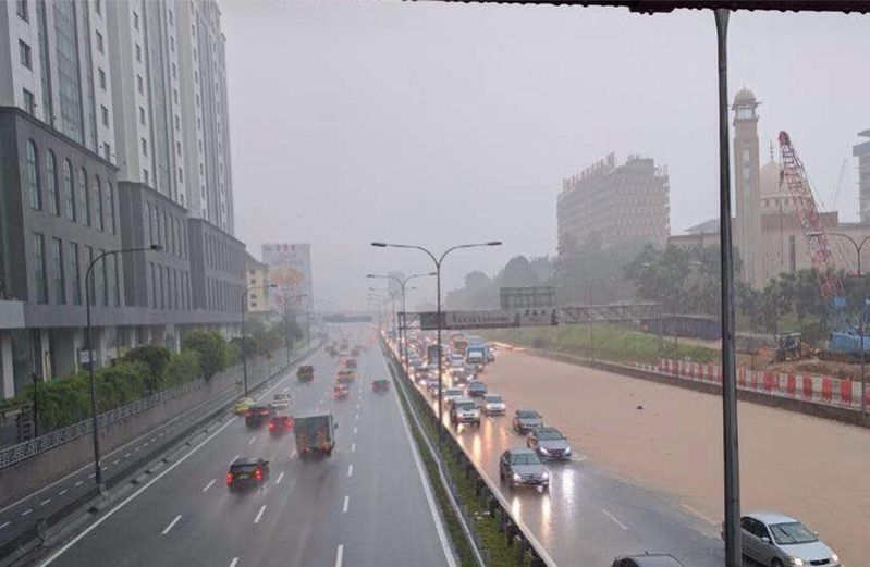 Fed_highway_flooded